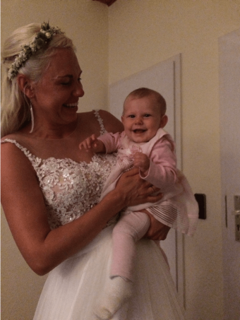 Mila mitMama Christin als Braut